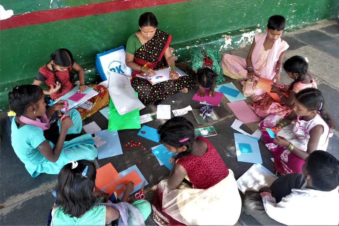 Der Hand in Hand-Fonds von Rapunzel und der Deutschen Umwelthilfe: Kunstunterricht im Timbaktu Collective