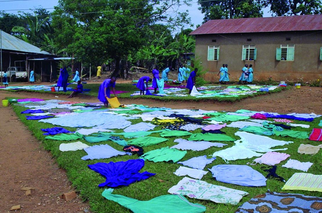 Der Hand in Hand-Fonds von Rapunzel und der Deutschen Umwelthilfe: Wäschtrockner auf der Hekima Girls' Secondary School
